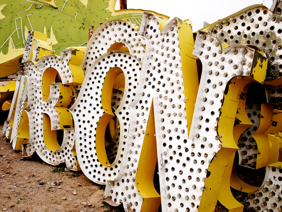 The neon museum of Las Vegas via www.mr-cup.com