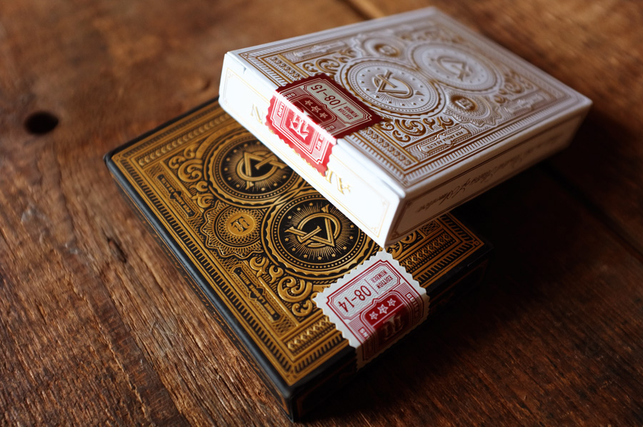 Monarch red playing cards via www.mr-cup.com