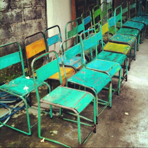 Bali : vintages chairs & Vespa